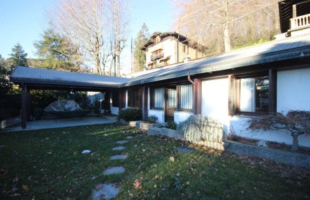 Villa in residence heights of Stresa