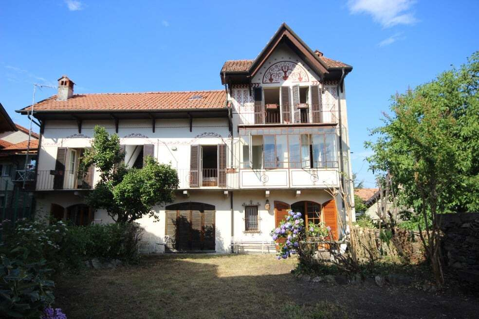 Ancient house with garden on the hills of Stresa