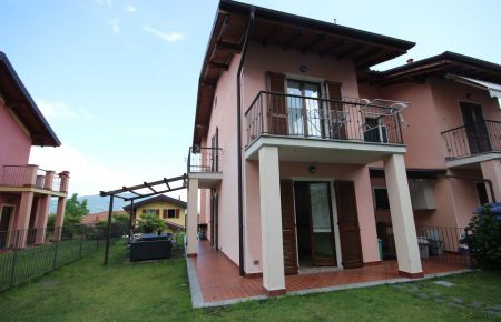 Two- family villa with beautiful Maggiore Lake view