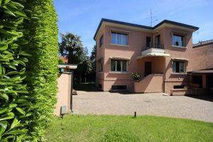 Beautiful villa in Lesa Maggiore Lake