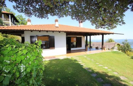 Villa with panoramic view on the hills of Mggiore Lake