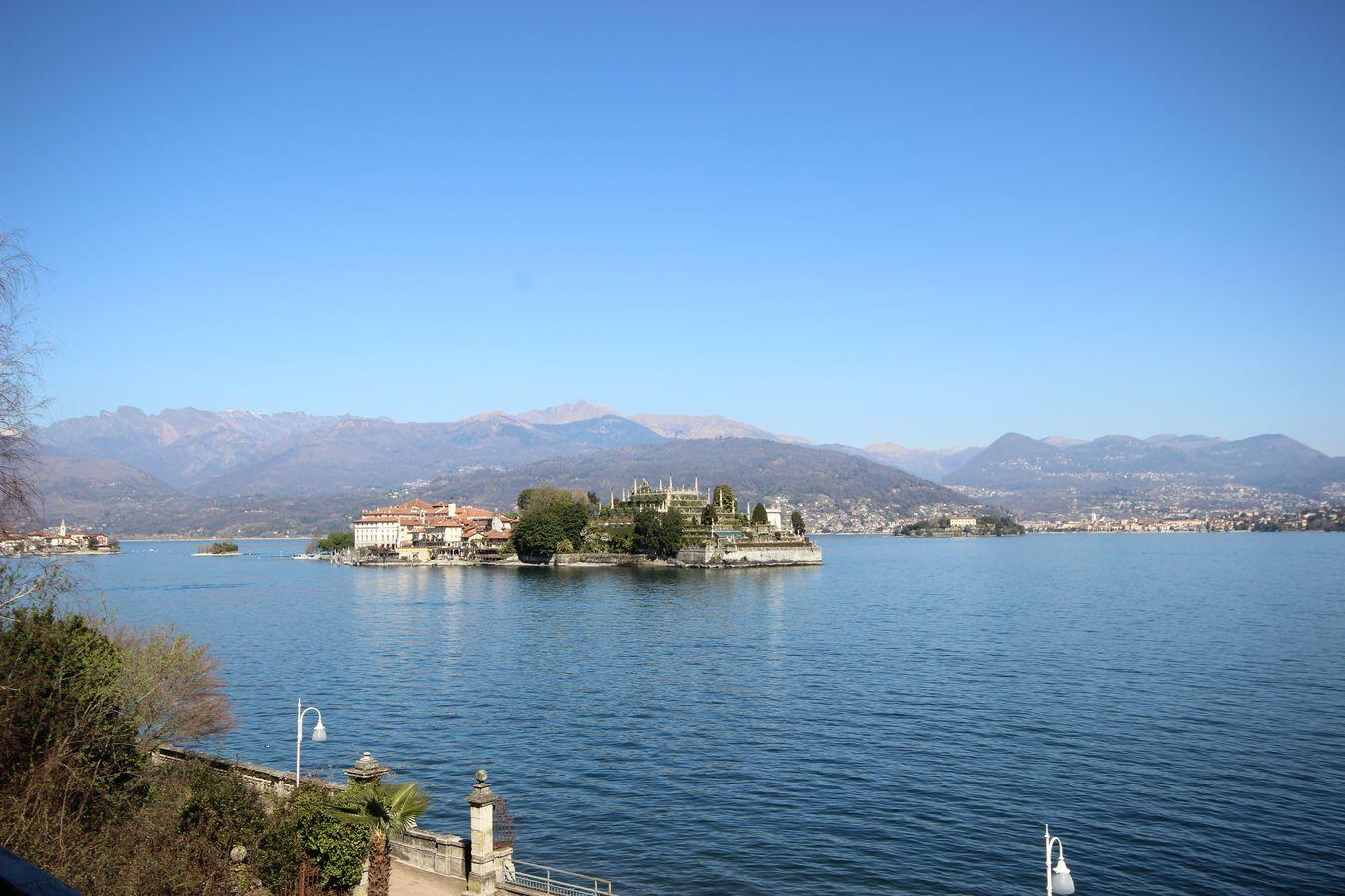 Apartment in front of Maggiore Lake