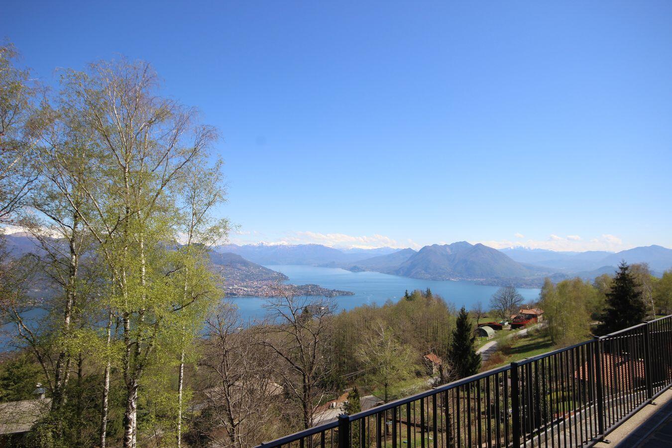 Lake view apartment in Levo