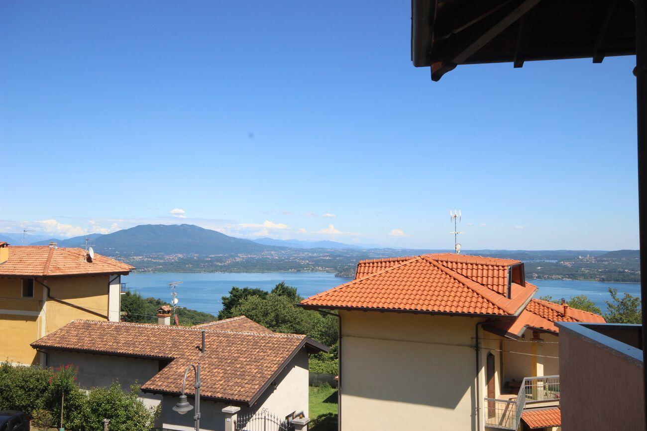 Apartment with lake glimpses Massino Visconti