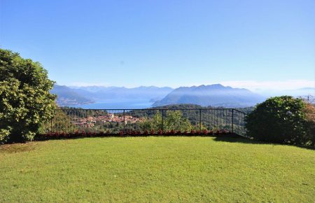 Villa on the hills with magnificent Maggiore Lake view