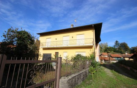 Grande casa di paese indipendente Vezzo/Gignese